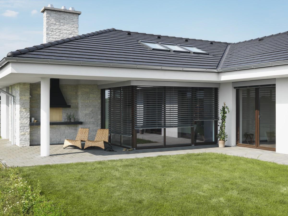 Rodinný dom je veľmi často verným obrazom svojho majiteľa. Kým niekto uprednostňuje tradičné rodinné domy, iný vyžaduje niečo modernejšie. Všetko je iba otázkou osobného vkusu. Projekty bungalovov ztehál však vplnej miere vyhovujú praktickým iestetickým kritériám.